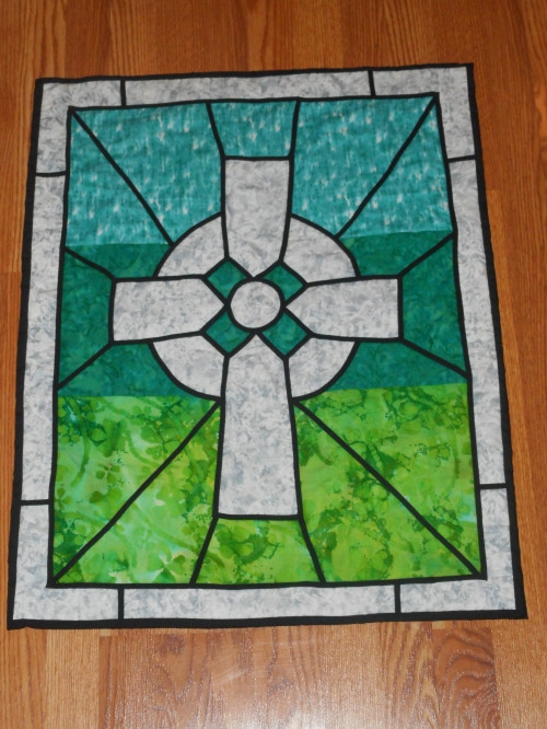 celtic cross quilted wall hanging stained glass style Modern Celtic Cross Quilt Pattern Gallery