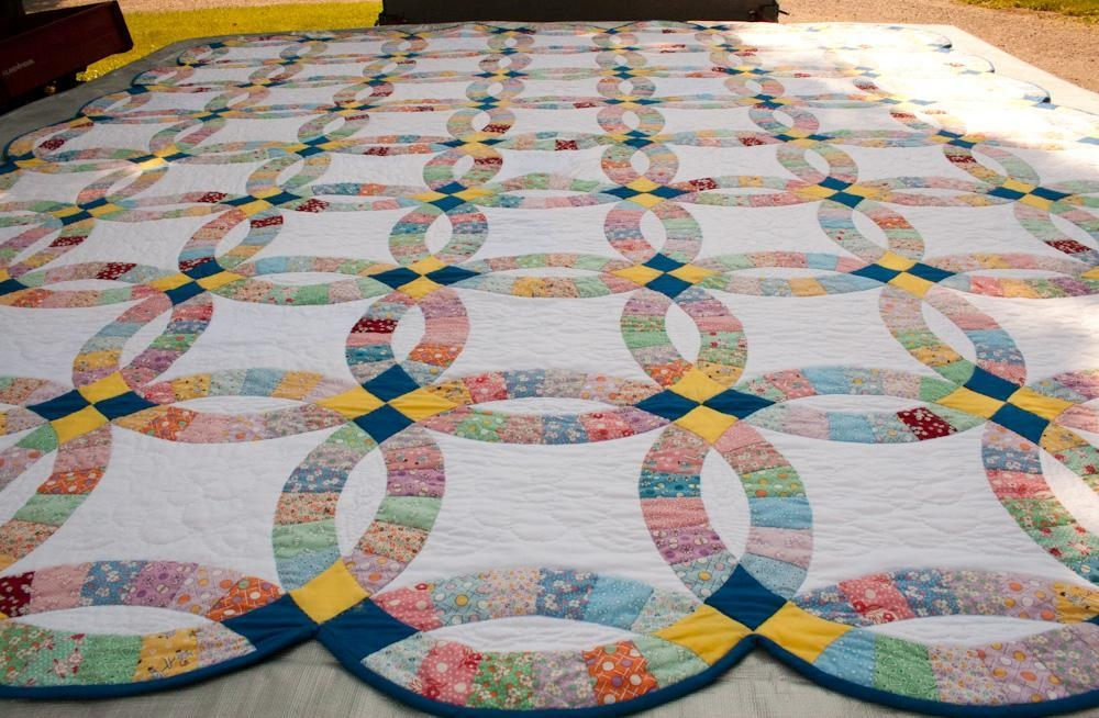 double wedding ring quilt history from yesterday to today Elegant Traditional Quilt Patterns History
