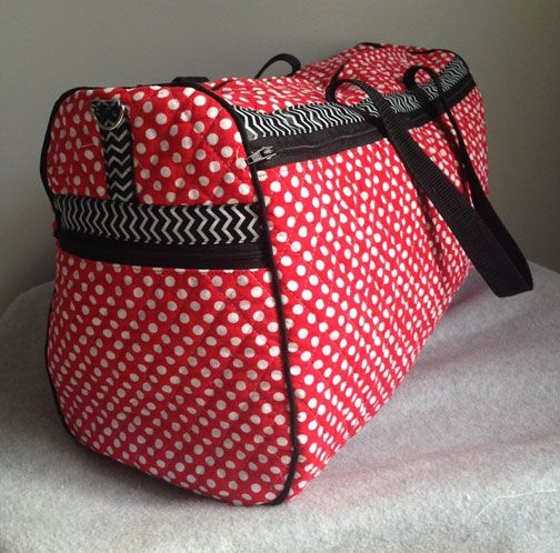 duffle bag tutorial made with double sided quilted fabric Stylish Quilted Duffle Bag Pattern