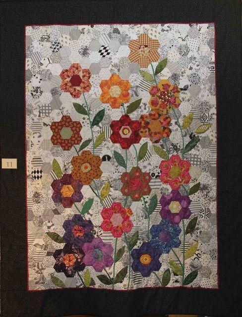 hexagon flower garden quilts i heart hexagon quilt Unique Hexagon Flower Quilt Pattern Inspirations