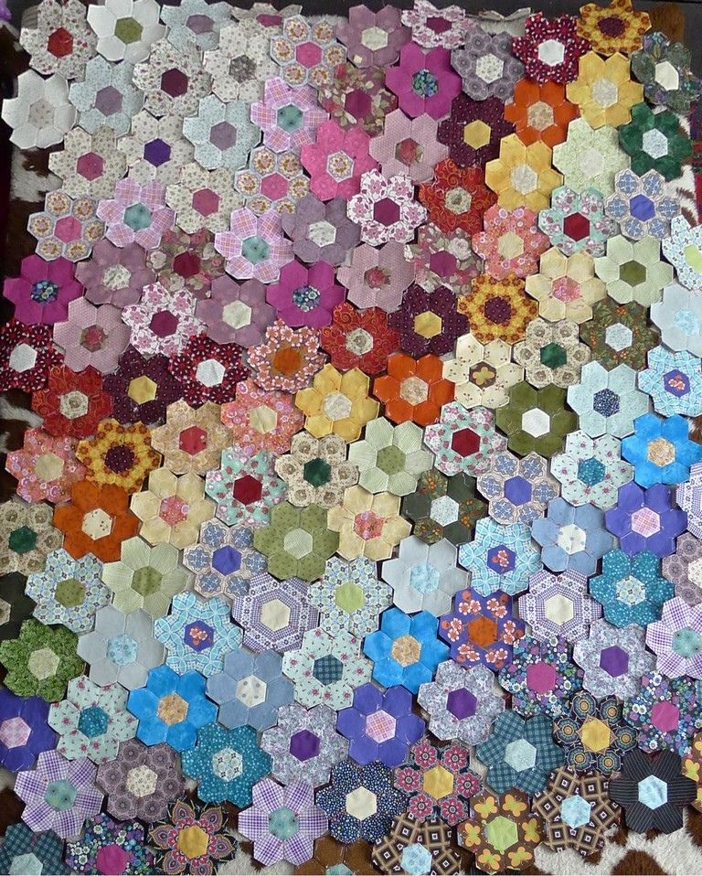 scrap hexagon patchwork quilt quilts hexagon patchwork Stylish Patchwork Hexagons Patterns Quilt Inspirations