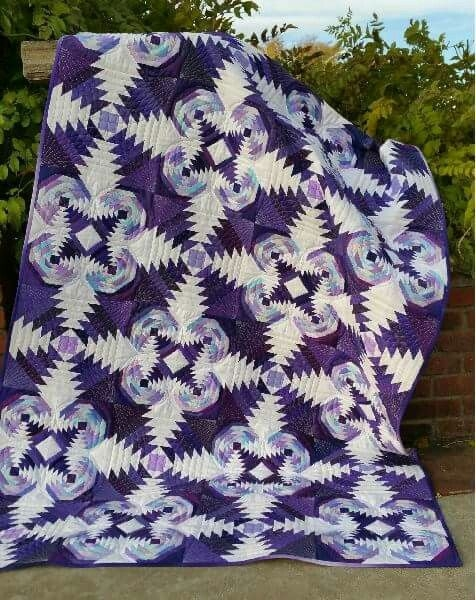 two sizes of pineapple blocks in one quilt pineapplelog Modern Pineapple Log Cabin Quilt Pattern Gallery