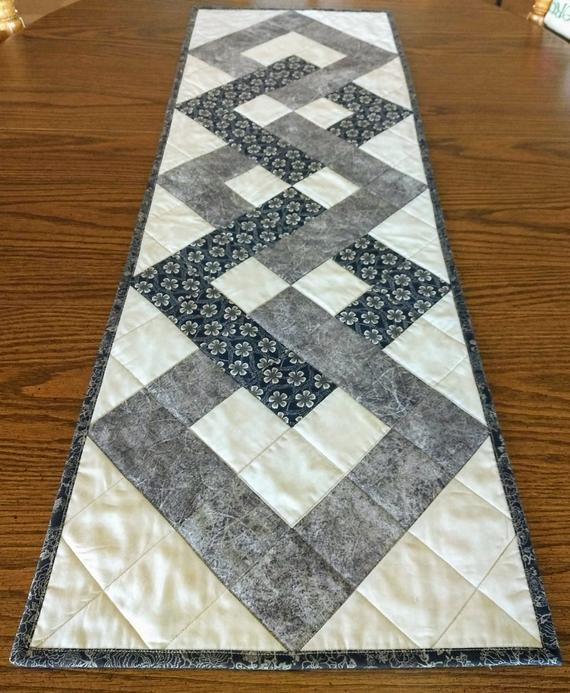 pdf pattern for interlocking squares table runner diy quilted table runner metric conversions Quilted Table Runners Patterns Gallery
