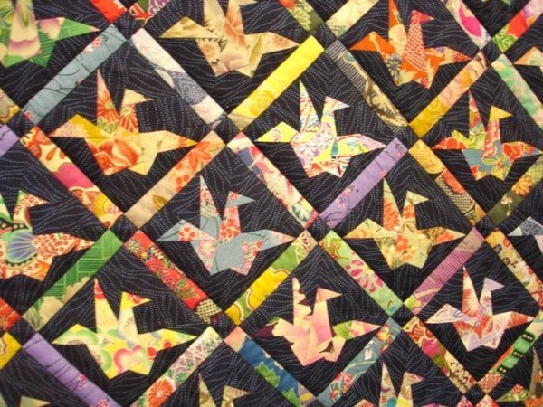Cool japanese paper crane quilt pattern japanese quilts 10 Beautiful Origami Crane Quilt Pattern Inspirations