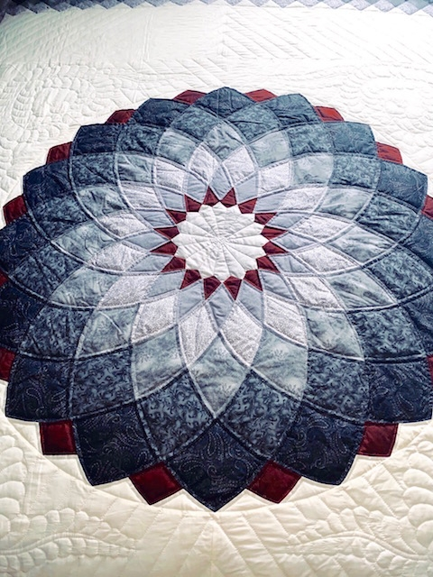 Interesting giant dahlia amish quilt 10 Cozy Giant Dahlia Quilt Pattern Gallery