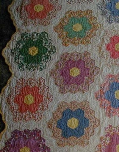 Unique grandmothers flower garden quilt honeycomb hexagon quilts 11 Cool 1920'S And 1930'S Vintage Quilt Patterns