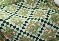 this little irish chain is perfect for your table quilting 11   Irish Chain Quilt Pattern Gallery
