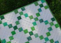 this mini single irish chain quilt is fresh and fun Interesting Irish Quilting Fabric Inspirations