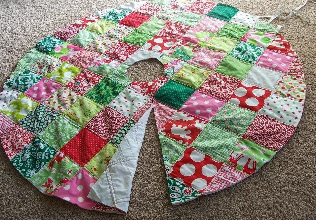 20 free quilted christmas tree skirt patterns guide patterns Interesting Tree Skirt Quilt Pattern Gallery