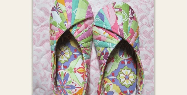 comfy slippers and travel bag are easy to make quilting digest Quilted Slippers Patterns Inspirations