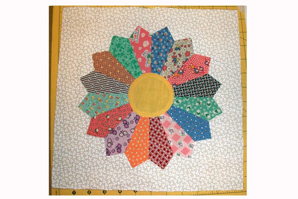 Permalink to Cozy Dresden Plate Quilt Block Pattern