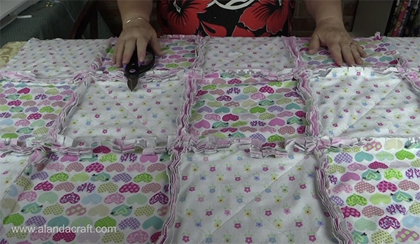 easiest ever rag quilt tutorial ideal for beginners Cool Flannel Rag Quilt Patterns Gallery