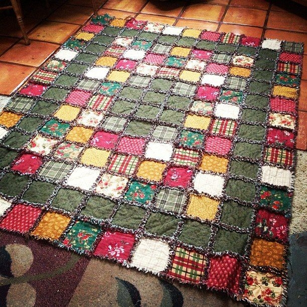 flannel rag quilt tutorial shows two kinds of quilts one Elegant Flannel Rag Quilt Pattern Inspirations