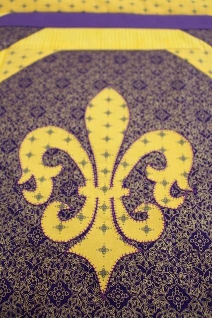 fleur de lis quilt the is slightly larger than my whole hand Stylish Fleur De Lis Quilt Pattern