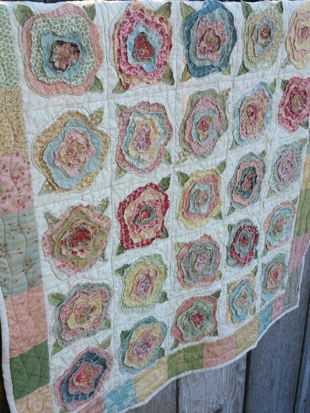 french roses quilt fabric and thread flower quilts Cozy French Roses Quilt Pattern Gallery