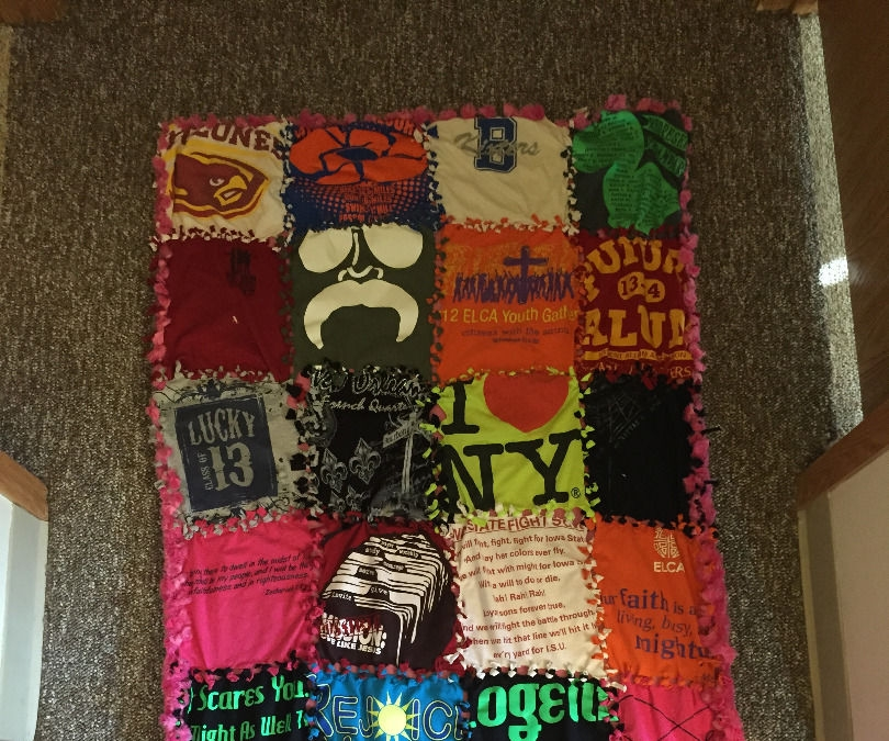how to make a no sew t shirt blanket 5 steps with pictures Cozy No Sew Tshirt Quilt Gallery