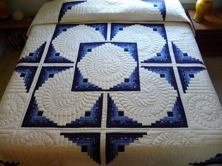 log cabin in the round quilt traditional amish log cabin Modern Traditional Amish Quilt Patterns Gallery