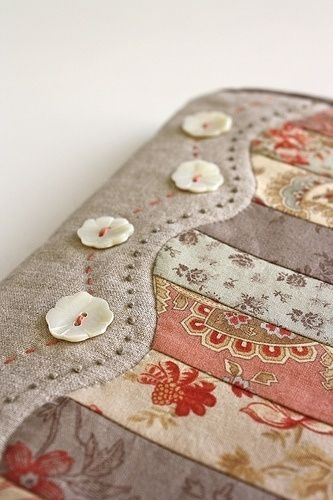 super cute quilt edge i like this for a bible cover pattern Modern Quilted Bible Cover Pattern