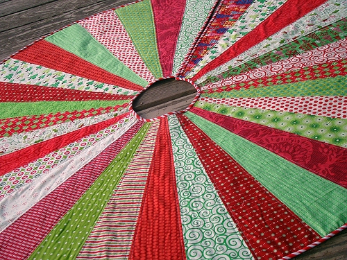 the best quilted tree skirts 15 christmas quilt patterns Elegant Quilted Tree Skirt Patterns Inspirations