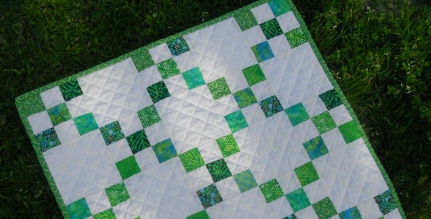 this mini single irish chain quilt is fresh and fun Interesting Irish Quilting Fabric Inspirations