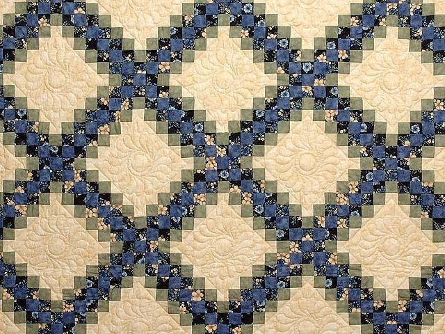 triple irish chain quilt pattern blue green and tan triple Modern Triple Irish Chain Quilt Pattern Gallery