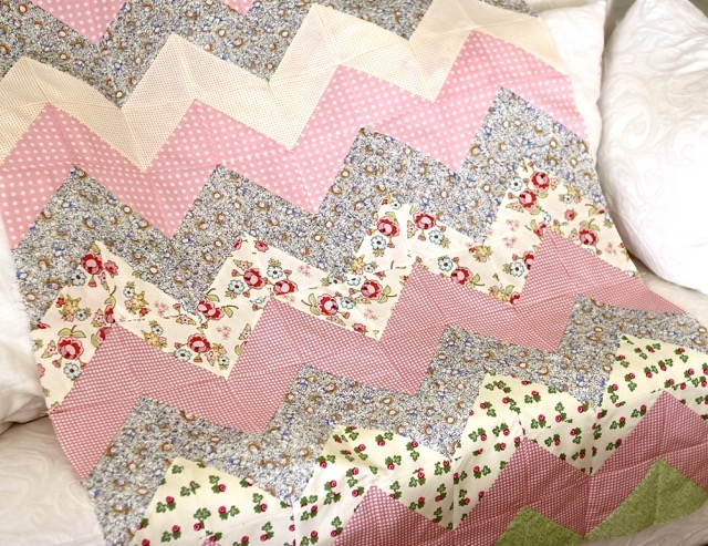 tutorial for a quick and easy chevron zig zag quilt Easy Zig Zag Quilt Pattern Inspirations