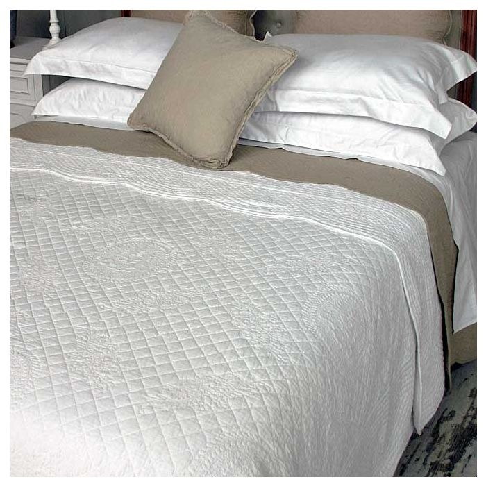 white vintage stitched quilted bedspread Cozy Vintage Quilted Bedspread Inspirations