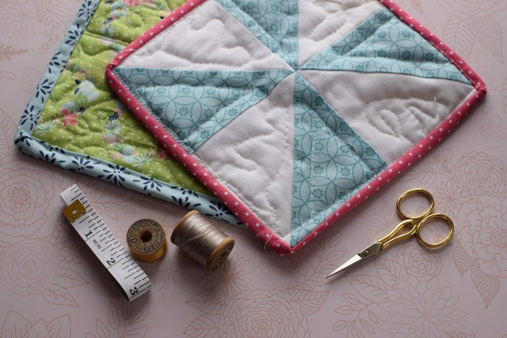 simple diy quilted potholder from scraps of fabric Stylish Quilted Pot Holder Pattern