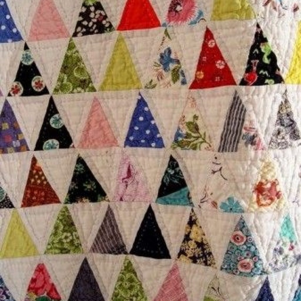 9   pyramid quilt 60 degree triangle quilt tutorial here if 11 Cozy Triangle Quilts 60 Degrees