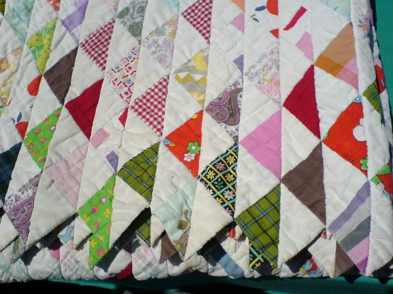 Beautiful filequilt with triangle pattern wikimedia commons Stylish Quilts With Triangles Inspirations