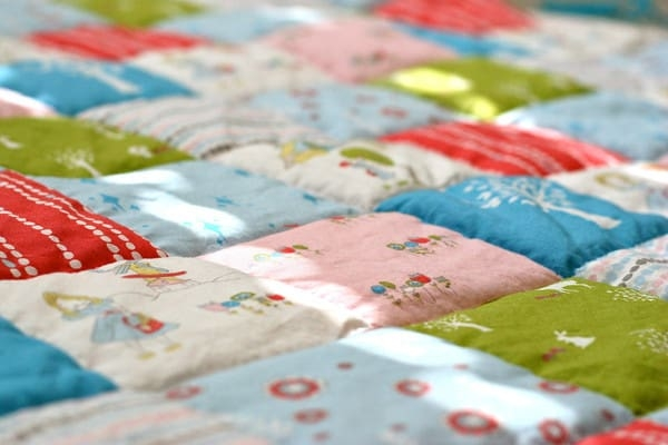 Beautiful introduction to cheater quilts pretty prudent 9 Beautiful Cheater Quilt Fabric Inspirations