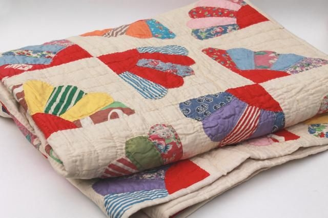 Cool vintage hand stitched quilt cotton prints feedsack fabric 9 Stylish Vintage Hand Stitched Quilts