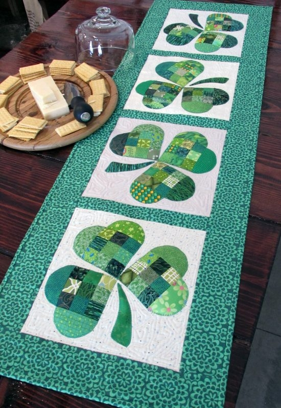 Cozy 25 show stopping free table runner patterns sewcanshe 10 Stylish Quilting Patterns For Table Runners