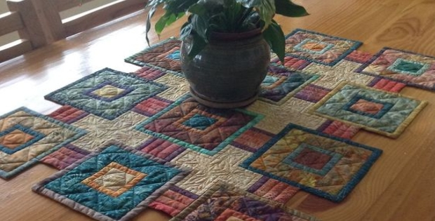 Cozy stepping stones quilt pattern for your next table runner 10 Interesting Quilt Table Runner Patterns Inspirations
