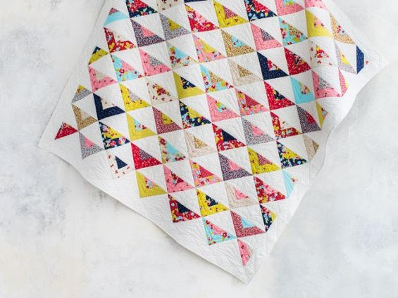Elegant scrappy on point triangle quilt diagram tutorial bluprint 11 Modern Triangle Free Quilts Inspirations