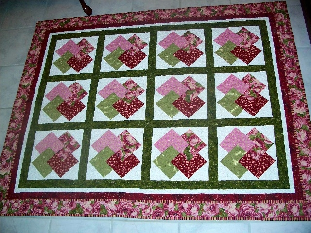 Interesting diamonds chevrons table topper and runner quiltingboard Beautiful Winning Hand Quilt Pattern