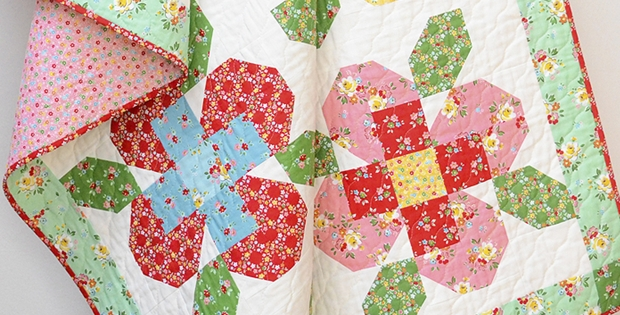 Interesting flower garden quilt for petals on display quilting cub 10 Interesting Flower Patchwork Quilt Patterns