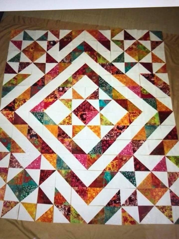 Interesting pin emma p on schemi patchwork triangle quilt pattern 9 Unique Easy Half Square Triangle Quilt Patterns Inspirations
