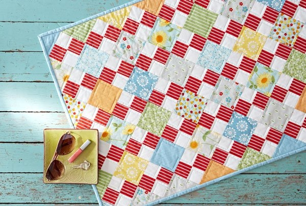 Modern free table topper patterns allpeoplequilt 9 Beautiful Table Topper Quilt Patterns