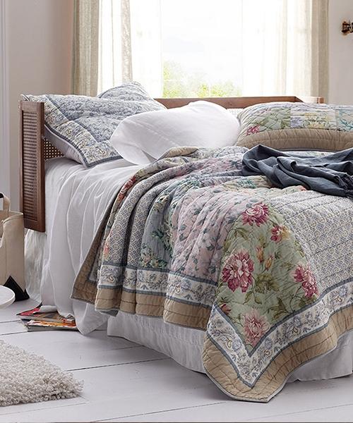 Modern vintage floral bedding heirloom patchwork quilt bedding 9 Interesting Vintage Floral Quilts Gallery