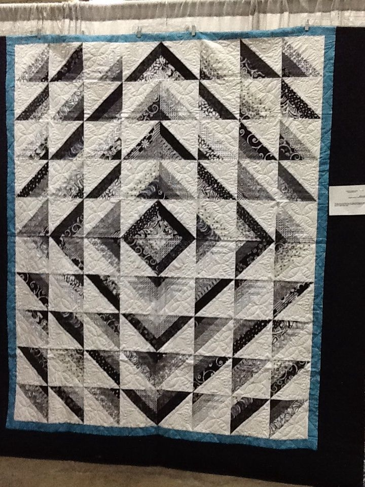 Stylish black whitegray and it is beautiful i put it on this 10 New Black And White Quilts Patterns Gallery