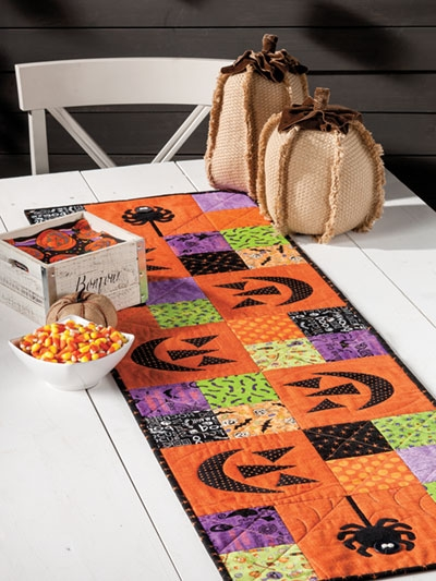 Stylish exclusively annies quilt designs spooktacular table runner pattern 10 Interesting Quilt Table Runner Patterns Inspirations