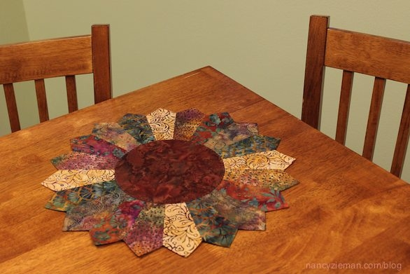Stylish nancy zieman shows how to make an easy sunflower table 9 Beautiful Table Topper Quilt Patterns