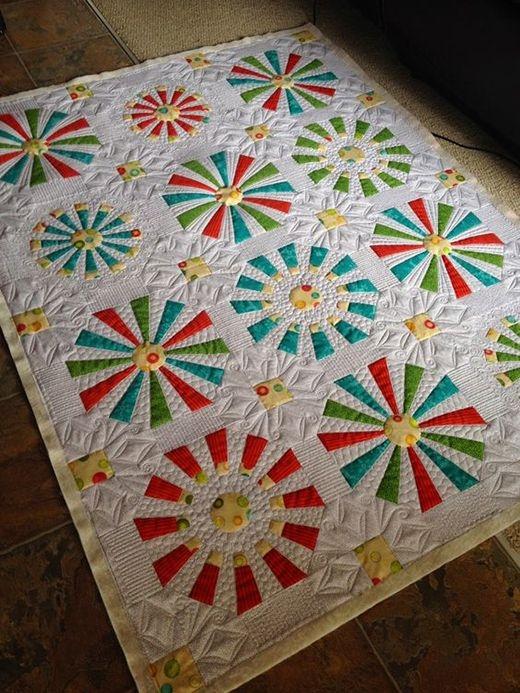Beautiful modern dresden plate quilt dresden quilt dresden plate 11 Interesting Dresden Plate Quilt Pattern Inspirations