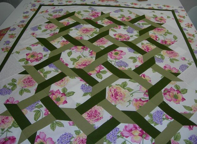 Beautiful raggedy station it takes two lattice quilt floral quilt Cozy Garden Twist Quilt Pattern Inspirations
