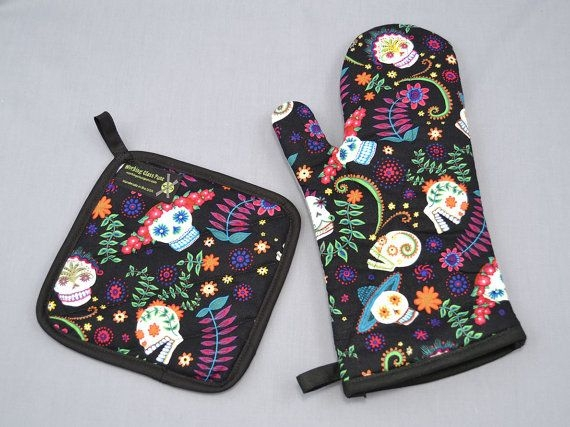 Cool day of the dead sugar skulls oven mitt and pot holder sets 10   Elegant Therma Flec Quilted Fabric Gallery