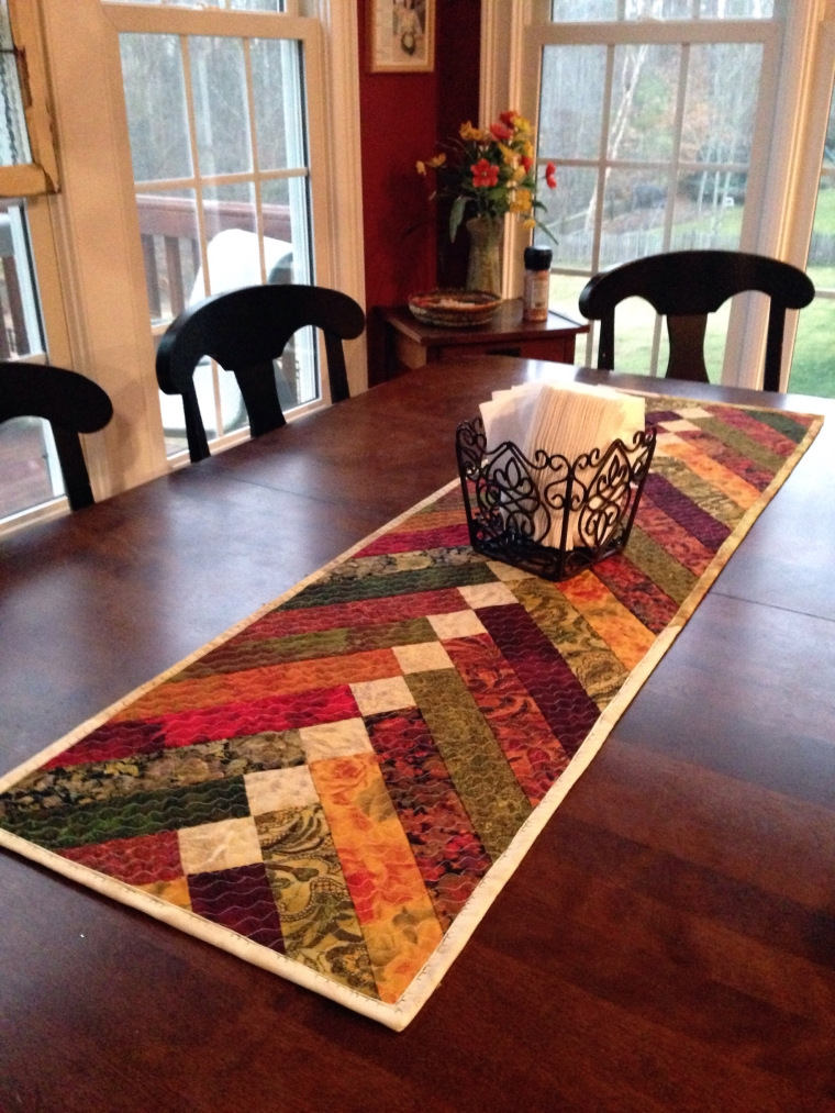 Cozy 25 show stopping free table runner patterns sewcanshe 10 Modern Easy Table Runner Quilt Patterns