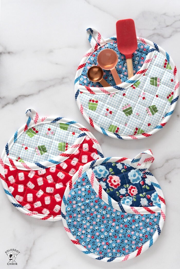 how to make round quilted potholders free baking gift tag 9 Elegant Quilted Potholder Pattern Inspirations