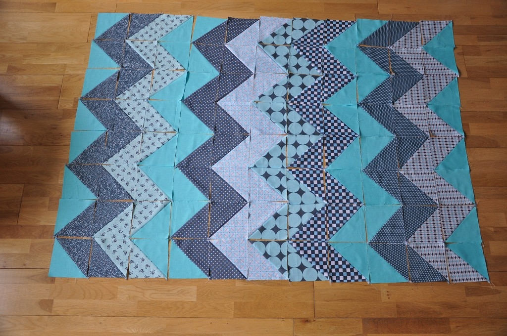 Interesting chevron quilt tutorial quiltylicious Beautiful Chevron Quilt Pattern No Triangles Inspirations