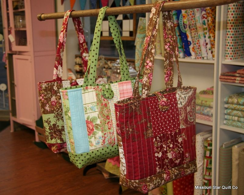 Interesting free pattern for the easy quilted tote bagas promised 9 Cozy Quilted Tote Bag Patterns Gallery